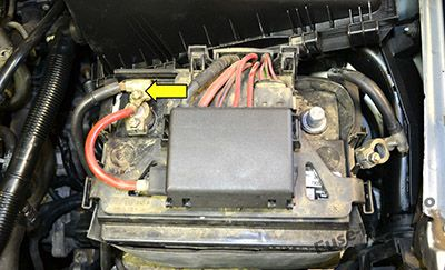 Fuses on the battery: Volkswagen Golf IV / Bora (1997-2004)