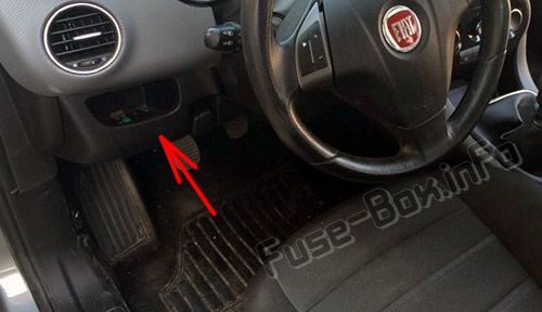 The location of the fuses in the passenger compartment: Fiat Bravo (2013, 2014, 2015)