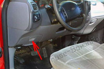 The location of the fuses in the passenger compartment: Ford F-250 / F-350 / F-450 / F-550 (1997, 1998, 1999, 2000, 2001)