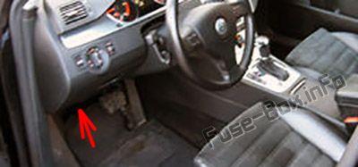 Relay carriers under driver side dashboard: Volkswagen Passat B6 (2005-2010)