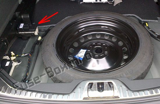 The location of the fuses in the trunk: Volvo V60 (2015- 2019-..)