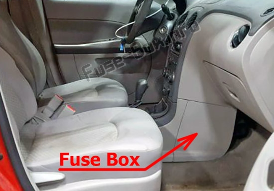 The location of the fuses in the passenger compartment: Chevrolet HHR (2006-2011)