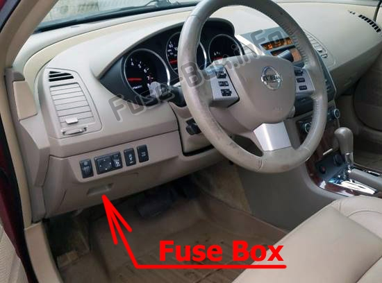 The location of the fuses in the passenger compartment: Nissan Teana (J31; 2003-2008)